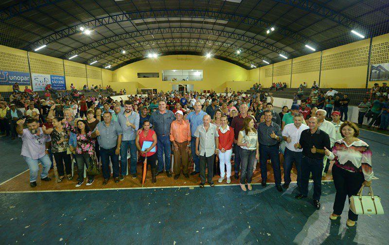 Foram entregues nesta quinta-feira (25) o contrato de quitação para 150 famílias de Ibaiti e o anúncio da construção de 134 moradias para famílias do município.